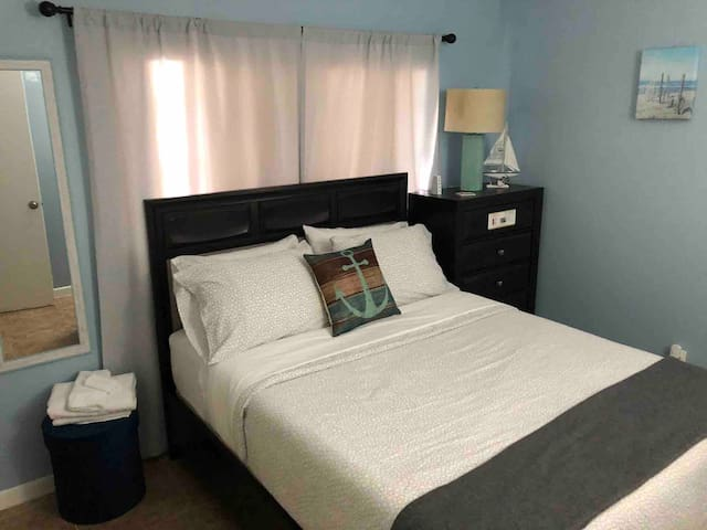 ANCHOR ROOM #1, NEAR FLL AIRPORT & PORT EVERGLADES