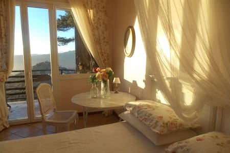 B&B Le Camelie del Bosco - Bajardo - Bed & Breakfast