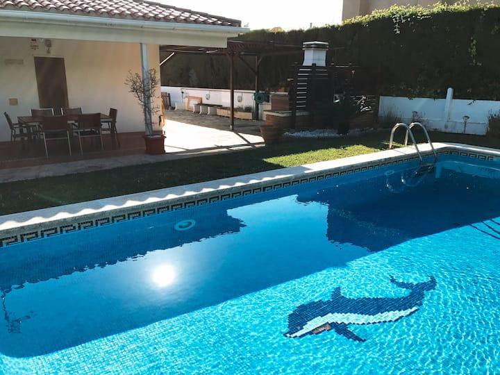 Cómoda casa con piscina a 10 minutos de la playa