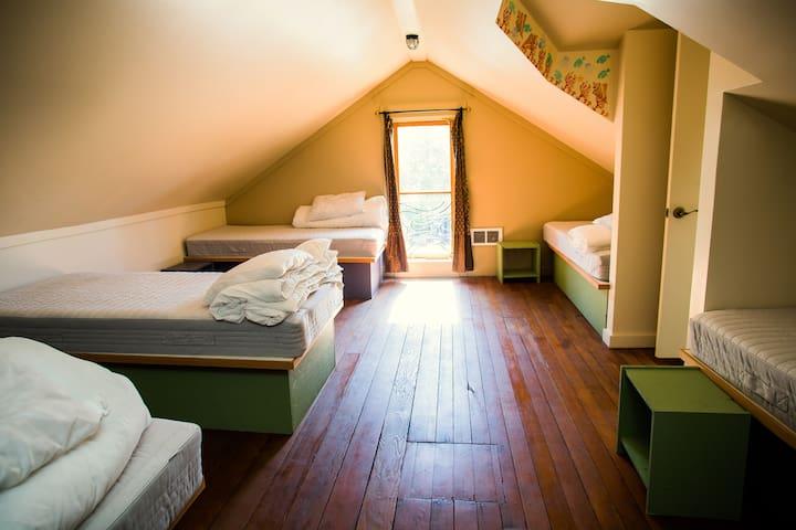 Golden Tree Hostel Women's Dorm Bed 1