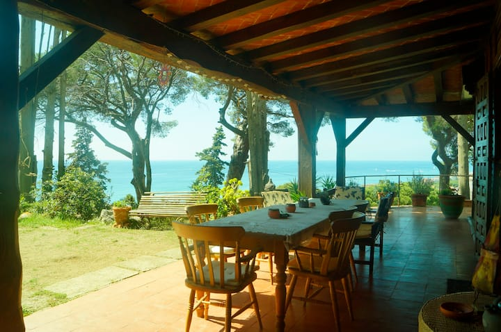 Beautiful Private Rooms with Sea View and Gardens
