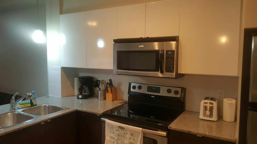 Executive living close to amenities - Surrey - Appartement