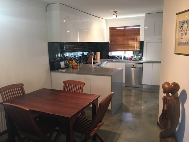 Fab apartment near Perth CBD, Kings Park & UWA. - Shenton Park - Apartemen