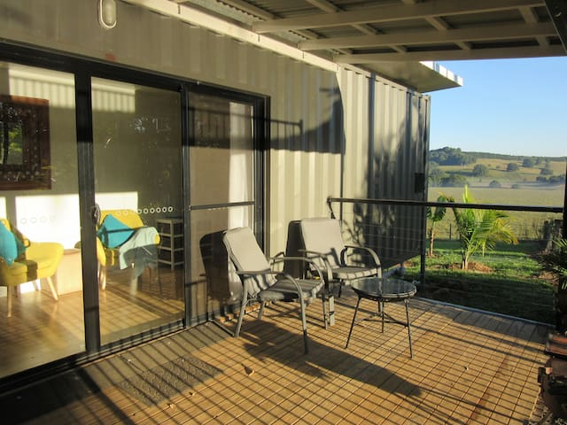 """Elvenwood""  Byron Hinterland Self Contained Cabin - Pearces Creek - Bed & Breakfast"