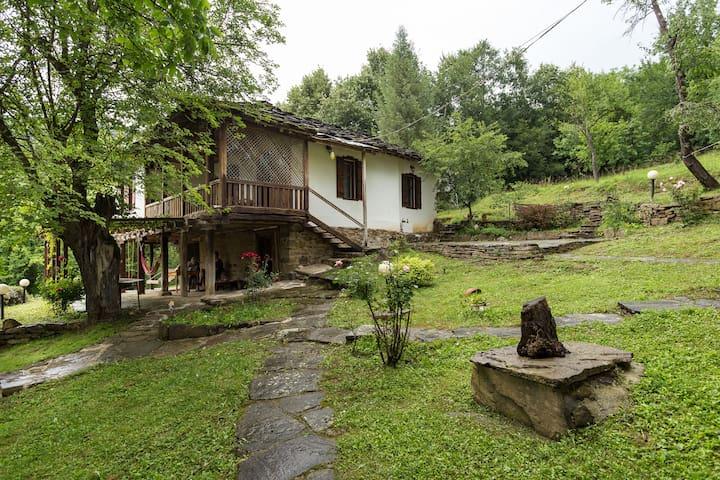 Вила Калина - 120 годишна възрожденска къща