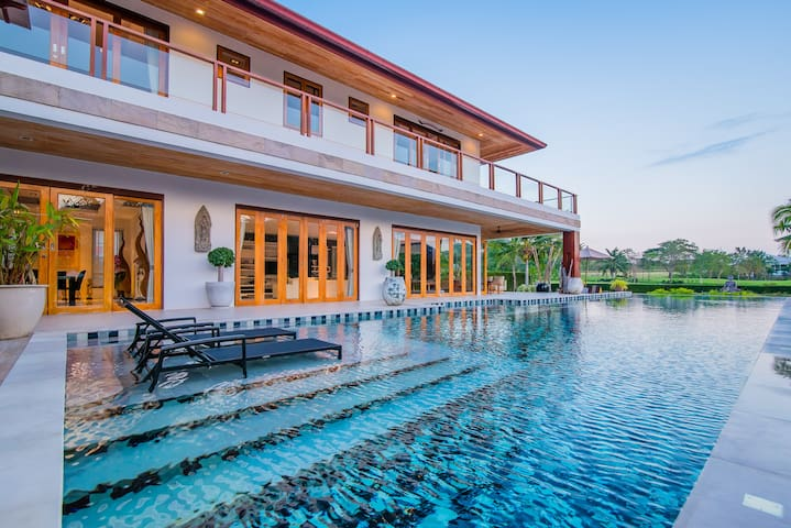 Modern Thai Villa/Resort in Hua Hin, PalmHillsGolf