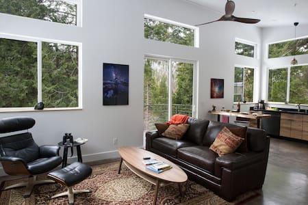 New Clean Modern Home Inside Yosemite Park Gates.