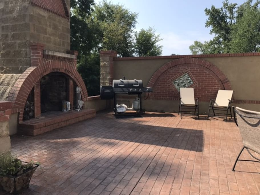 Outdoor fireplace and gas-electric/charcoal grill combo for your use. Hosts provides full grilling tool set. Plenty of firewood on property.