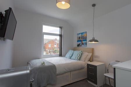 Townhouse PLUS @ 26 Westminster St - Studio