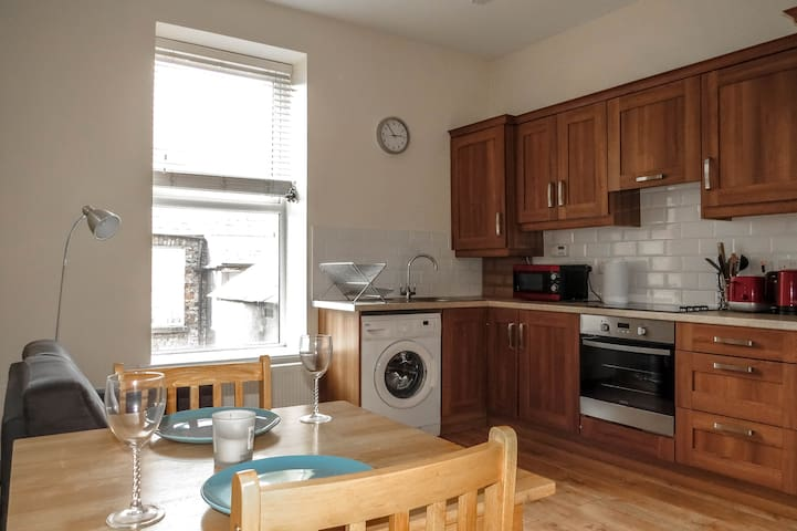 Central Dublin Apartment, Two Double Bedrooms