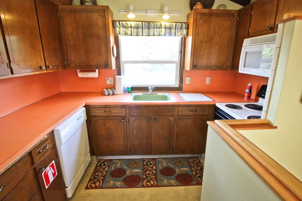 Upper level fully equipped kitchen