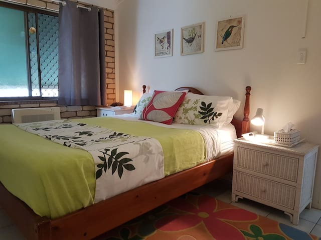 Anchorage -  lowset aircon. Walk to  beach & cafes