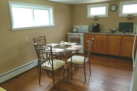 Quiet 2 bedroom, 2nd floor, entire apartment. - Easton