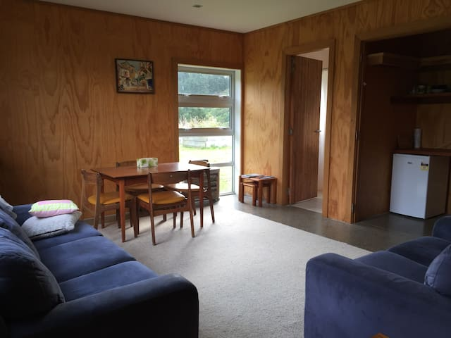 Separate lounge & bathroom, spacious & quiet - Upper Hutt - Byt