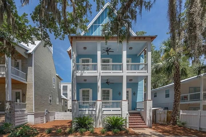 Canopy Villa - Walking distance to the beach