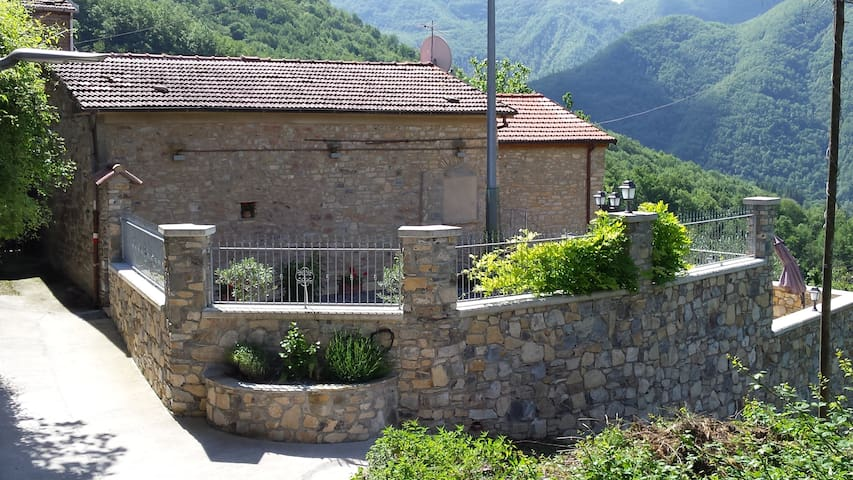House with stunning views in Cattognano