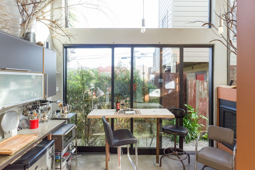 the pavilion a san francisco tiny house tiny houses for rent in san francisco california. Black Bedroom Furniture Sets. Home Design Ideas