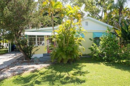 19 Palms. Quaint Old-Florida Charm