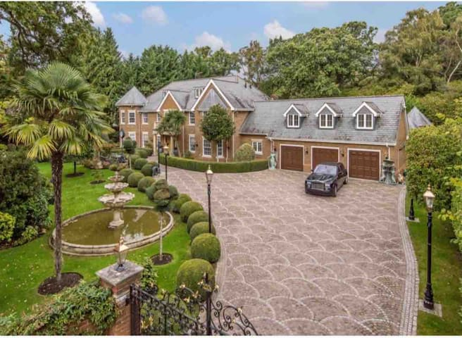 LUXURY 6 Bed house in Virginia water