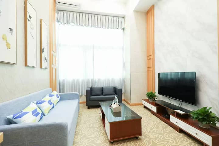 近澳门拱北口岸摩尔广场圆明新园新中式复式双层一居室套房带沙发床