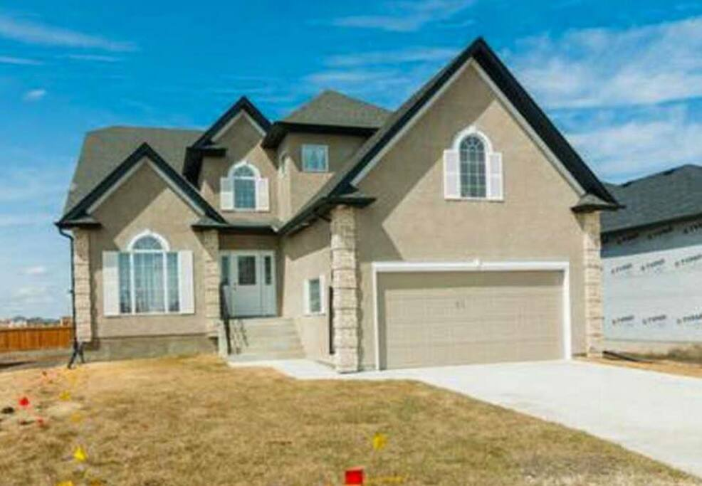 2,500 SQ FT House on 10,000 SQ FT Lot, plenty of parking on the driveway.