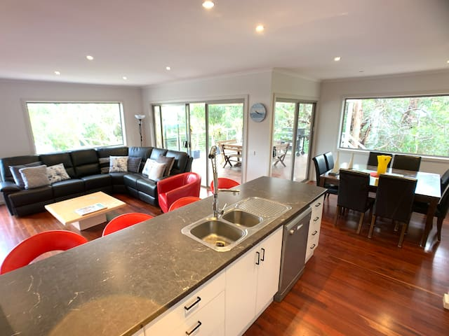 Entertainer on Great Ocean Road 4 bed holiday home