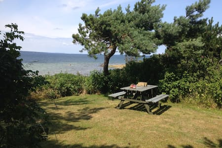 Summerhouse, directly to the fjord, beautiful view - Holbæk - Blockhütte