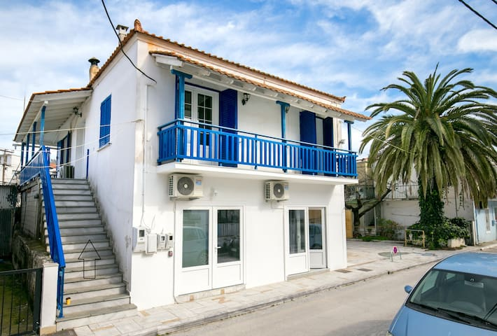 Fanoula: City apartment with private parking