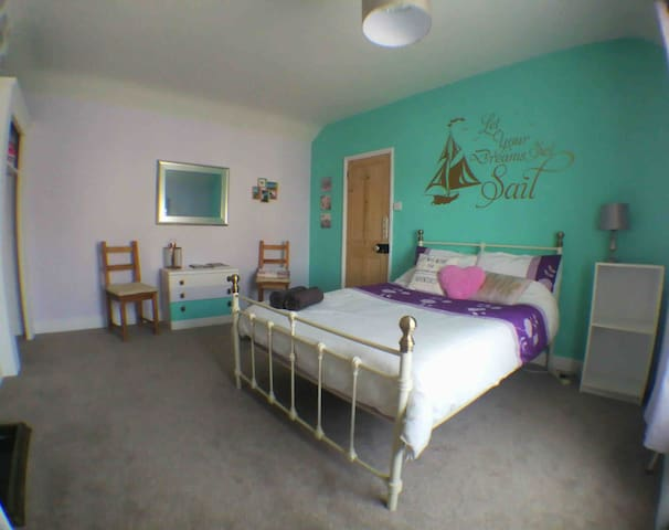 Spacious double room by the seaside!