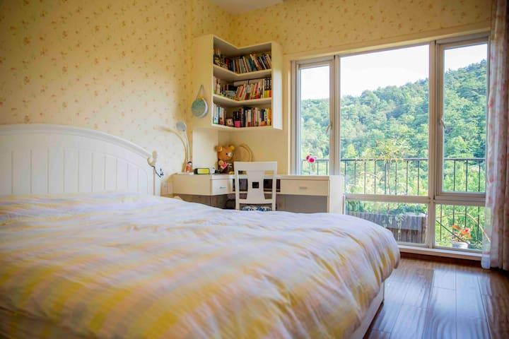 推门见山的卧室