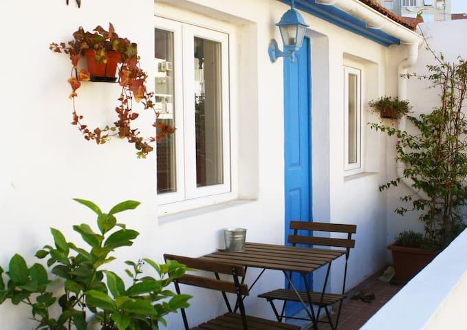Lisbon Charming Sunny Studio & Terrace 2