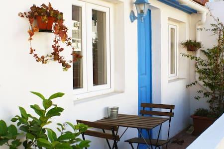 Lisbon Charming Sunny Studio & Terrace 2 - Lisboa