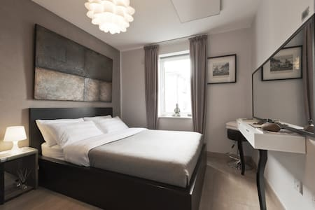 Double Bedroom in city centre - Apartment