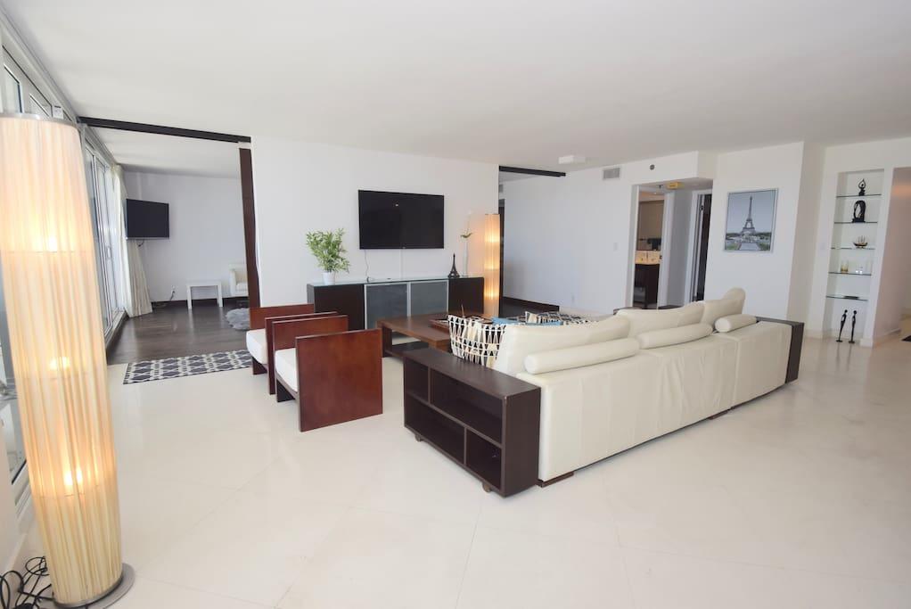 Living room - Roku streaming tv