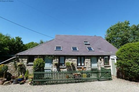 Stone Barn Cottage/Ysgubor Cerrig