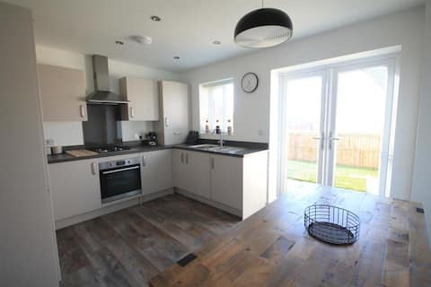 Modern 2 bed-semi detached house