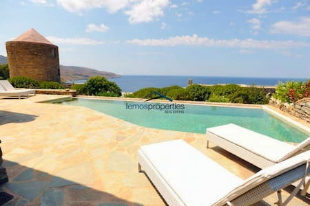 Traditional stone villa with a swimming pool - Kéa