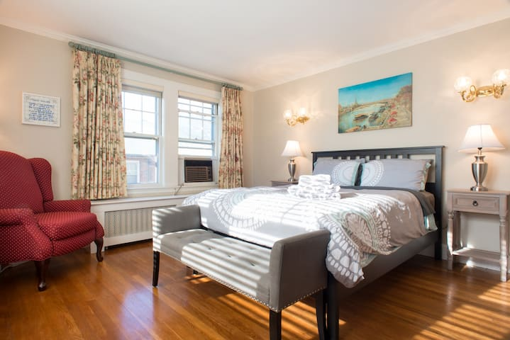 Beautiful Room w/Parking near DOWNTOWN BU BC - Boston - Lejlighed