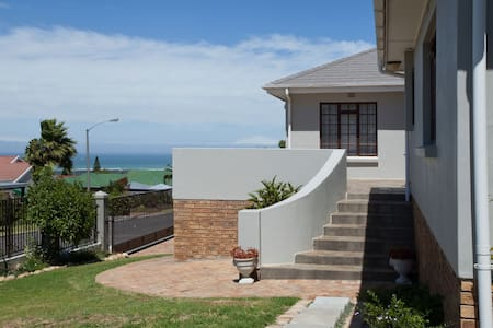 Self catering rooms with beautiful mountain views - Cape Town