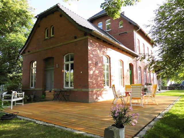Bahnhof Droyßig - Übernachten im Denkmal