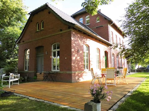 Droyßig Trainstation-Accommodation in the monument