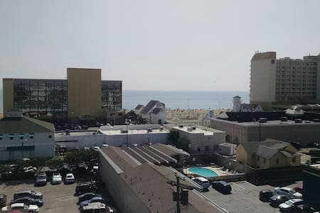 Oceanfront Apartment (1BR and 1 BA) in VA Beach - Flat