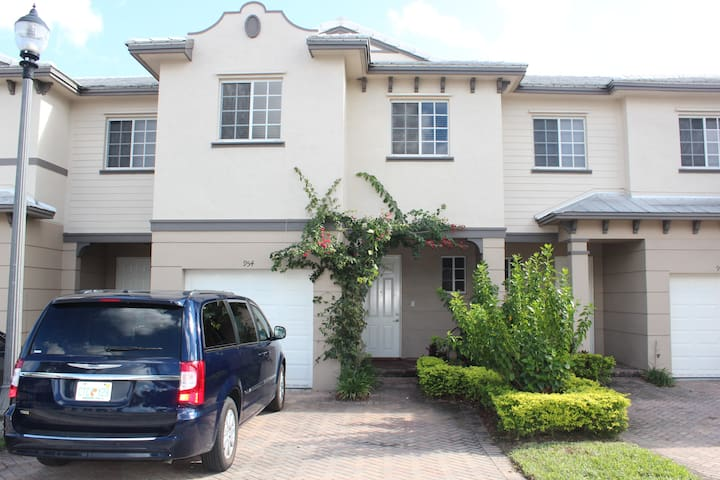 3 BR, Luxurious condo in Riviera Beach Florida! - Riviera Beach