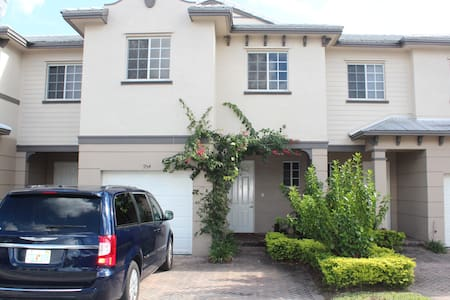 3 BR, Luxurious condo in Riviera Beach Florida! - Townhouse