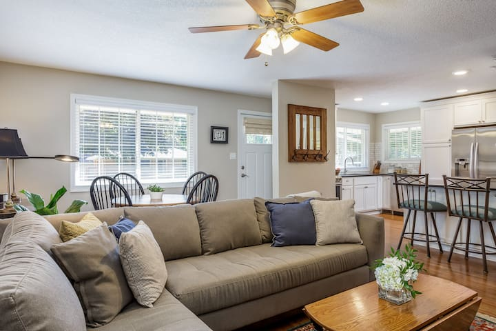 Cheerful, private duplex in the heart of Ankeny!