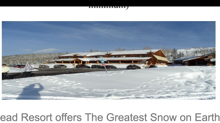 Ski-in/out Condo 2 bedrm/2 baths 4 beds, Sleeps 6+
