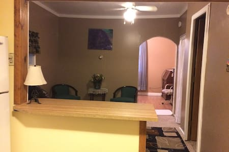 Cozy 1 bedroom apartment near town - Huntington - Pis