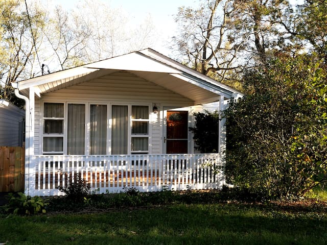 8 Min to Naval Base, Cable/Smart TV, Laundry