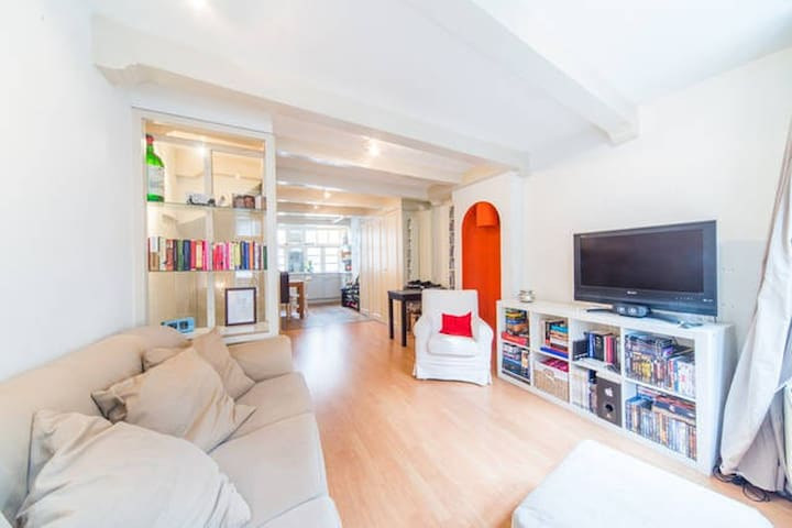 Lovely private apartment in City Center!