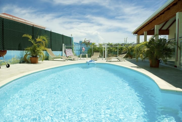 Villa with 3 bedrooms in Saint-François, with private pool, enclosed garden and WiFi - 4 km from the beach